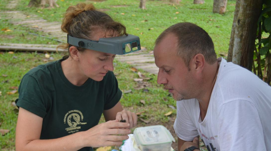 On a Spanish course abroad, our volunteer improves his skills while talking with his coordinator.